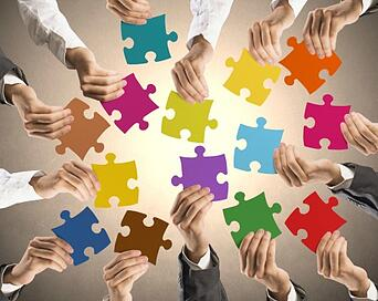 Business_team_with_puzzle_pieces-186551420