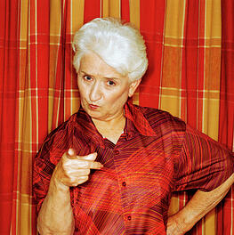 Older_woman_shaking_her_finger