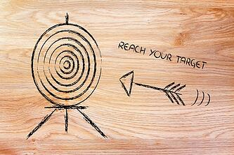 Sketch_of_arrow_flying_towards_target