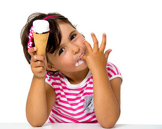 little_girl_eating_ice_cream_cone