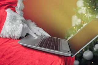 santa_clause_holding_a_laptop