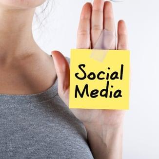 social_media_hand